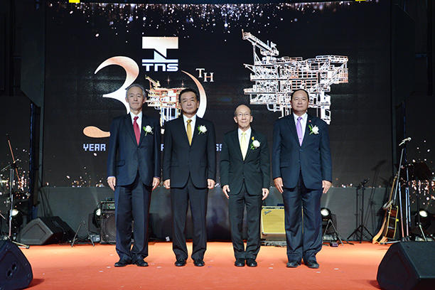 First picture (from left to right): President Fujiwara, TNS CEO Suzuki, Minister of Energy Siri, former Deputy Permanent Secretary of the Ministry of Energy Kurujit